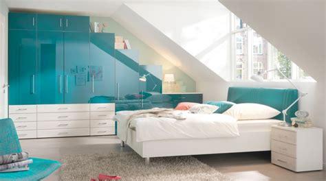schrank schlafzimmer ideen schrank dachschr 228 ge praktische l 246 sungen innendesign