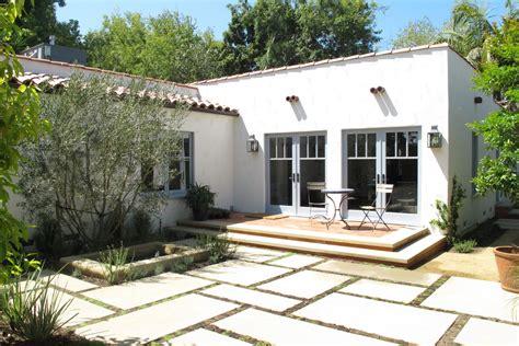 Spanish Courtyard ? KOFFKA/PHAKOS DESIGN