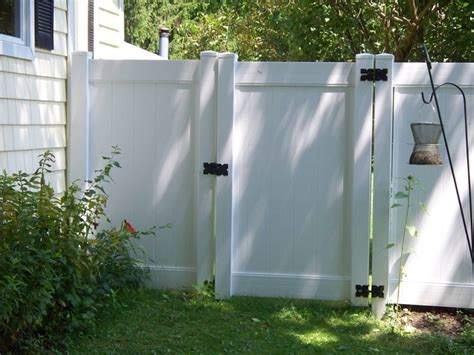 12 Foot Vinyl Gate by Best 25 White Vinyl Fence Ideas On White