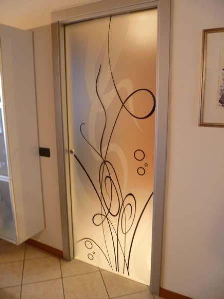 credenze bianche anticate foto porta in vetro decorata di vetrivart 168321