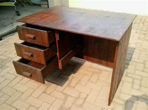 desk made from pallets pallets wood desk with drawers 99 pallets