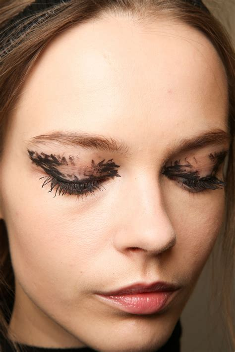 Fall Makeup Trends Lip 2 by Fendi Fall 2015 Trend To Try Graphic Eye