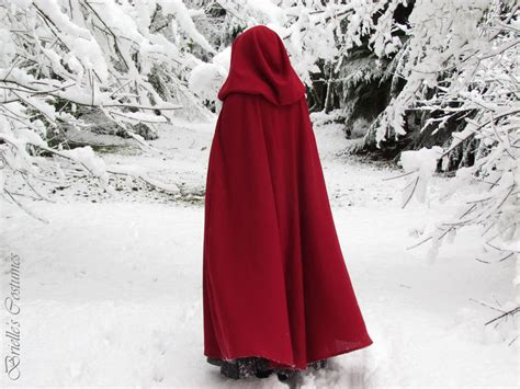 Gorgeous and Warm: Hooded Capes & Cloaks!: 8 Steps (with