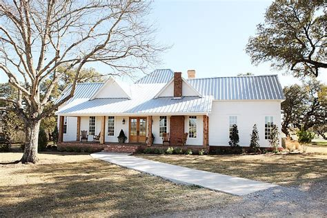 farmhouse in by magnolia homes magnolia hgtv and
