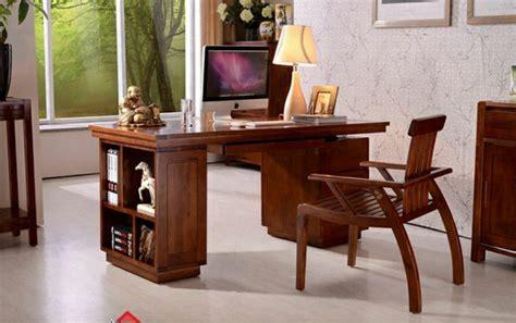 le bureau en bois massif est une classique qui ne se