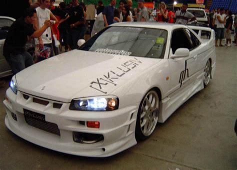 nissan skyline gt   car review  top speed