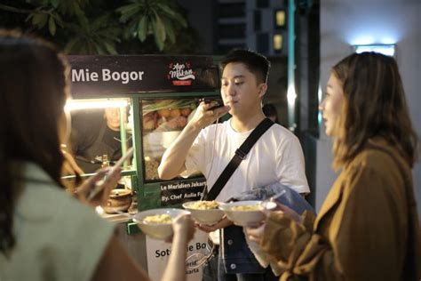 ayo makan signature local street food  marriot bonvoy