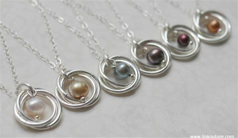 chic and feminine pearl necklace diy tutorial