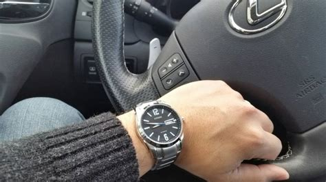 """Lets see your"""" hands on steering wheel """" watch pic!   Page 522"""