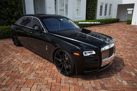 roll royce wraith black granite black wheels fit rolls royce ghost nicely carscoops