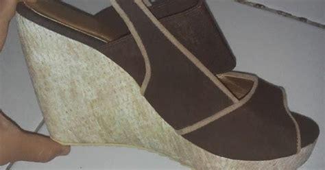 Baru Baru Sandal Wedges Pantofel Wanita Sdw213 7 25 model sandal wanita wedges yongki komaladi terbaru