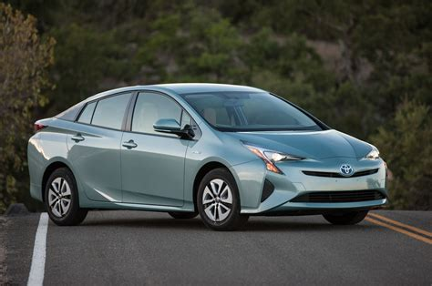 2016 toyota prius exterior rear review 2016 2018 future cars 2016 toyota prius first drive review motor trend