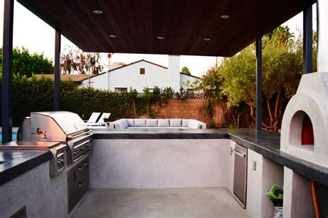 Outdoor Kitchen, Pizza Oven & Barbecue