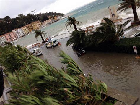 previsioni meteo porto santo stefano maltempo in toscana furiosa mareggiata a porto santo