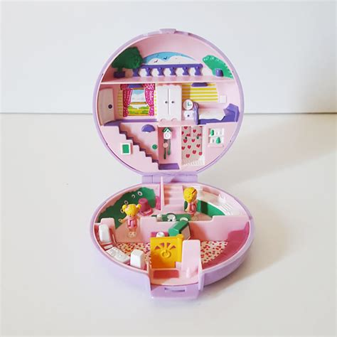 Boneka Vintage Polly Pocket vintage polly pocket polly is in house is