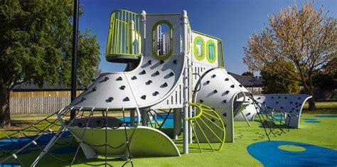 Landscape Structures Australia 상의 Playscapes에 관한 이미지 상위 17개개 공원 등반 및 조각
