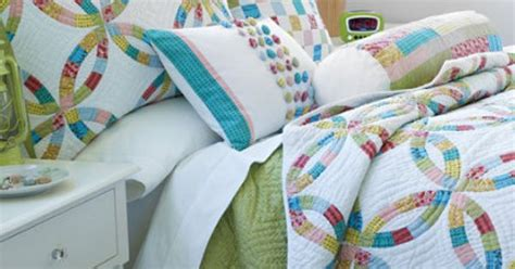 ll bean wedding ring quilt kinda of a fun mod take on the wedding ring with lots of