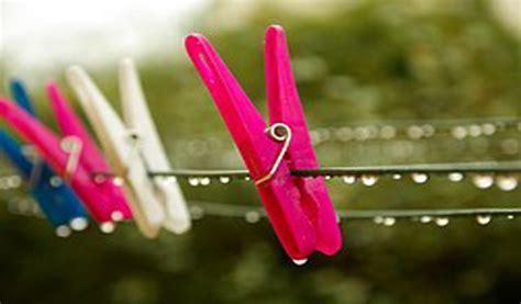 contoh brosur usaha laundry contoh