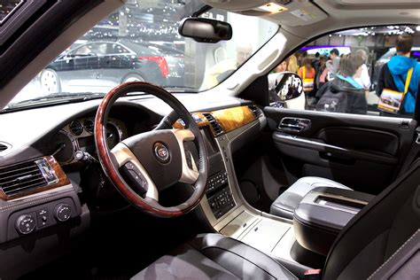 interior pictures file cadillac escalade interior jpg wikimedia commons