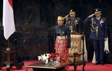 Makna Baju Adat Madura foto makna baju adat makassar jokowi
