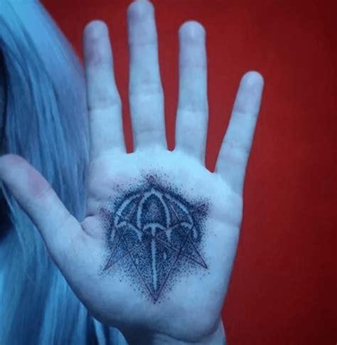 call   bring   horizon fan   tattoo
