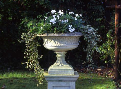 eastwell urn haddonstone