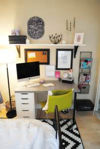 cute idea for an office space in my apartment lauren elizabeth apartment style bedroom