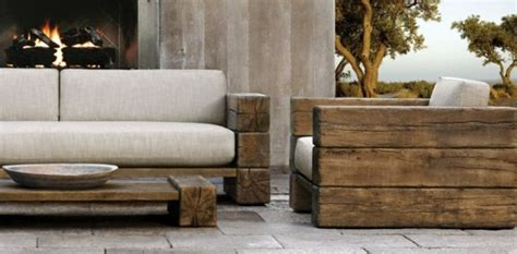 como unir traviesas de tren a wooden coffee table in the living room adds warmth and