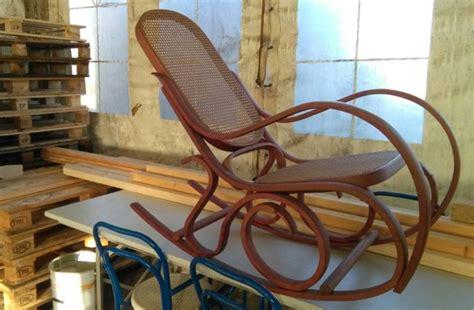 sedie a dondolo usate come restaurare una sedia a dondolo in legno foto