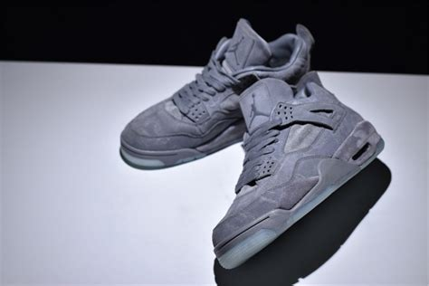 Nike X Kaws Air Retro 4 Cool Grey 930155 003 9 5 12 In Stock 11 3 1 Ebay by Kaws X Nike Air 4 Retro Quot Cool Grey Quot Glow In The Outsole Sole Look