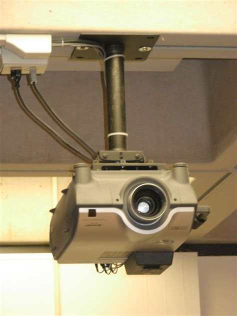 file ceiling projector 01 jpg