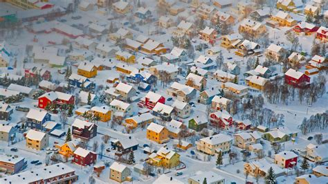 Colorfu Houses Painting colorful houses in troms 248 norway 169 tomasz misiukiewicz