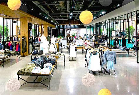 West Edmonton Mall Information Desk by Inside The New West Edmonton Mall Store Photo Aritzia