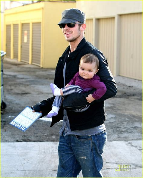 cam baby cam gigandet everleigh smiles sweetly photo 2402538