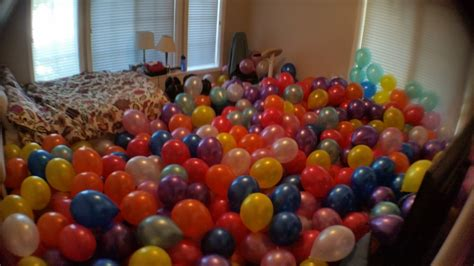 room filled with balloons filling a room with seven hundred balloons maker musings