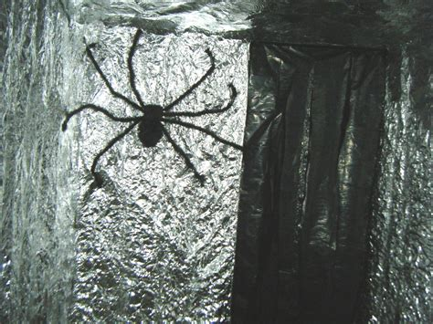 spider room cookees drive in haunted house 2009
