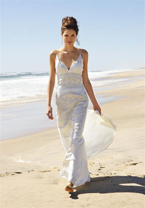 Wedding dresses for ceremonies on the beach   Wedding
