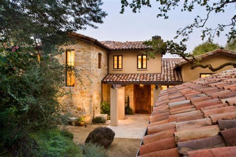 Spanish Style House Plans With Courtyard by Mediterranean Architecture As Seen On House Exteriors And