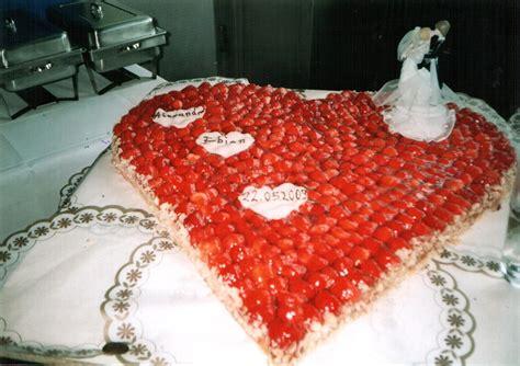 Hochzeitstorte Erdbeerherz by B 228 Ckerei Erdmann Frische Die Schmeckt Torten