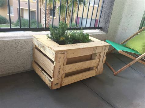 Self Watering Portable Planter Box 1001 Pallets Self Watering Planter Box