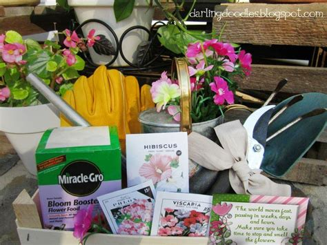 Gift Basket Ideas For Gardeners Ideas For A Gardening Gift Basket Things To Include In This Basket Are Gardening Tools