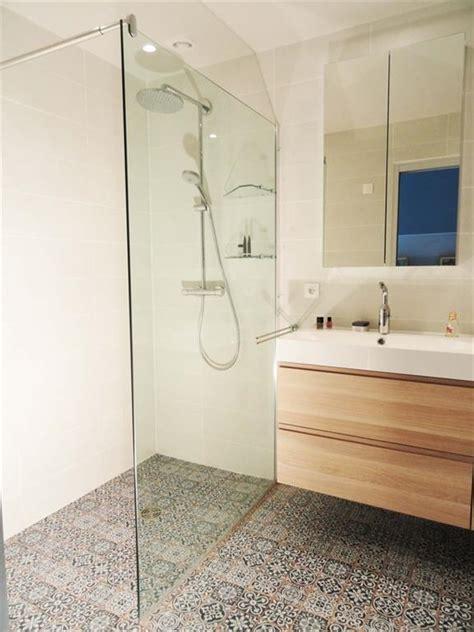 Merveilleux Vasque A Poser Salle De Bain #7: 22271-salle-de-bain-design-et-contemporaine-petite-salle-de-bain.jpg