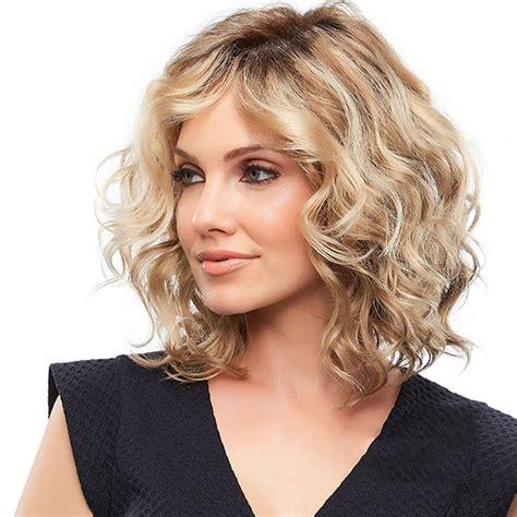 model rambut pendek wanita sebahu  update