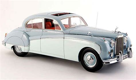 Diecast Miniatur Replika F430 jaguar mk 9 miniature bleu creme blanche 1960 neo 1 18