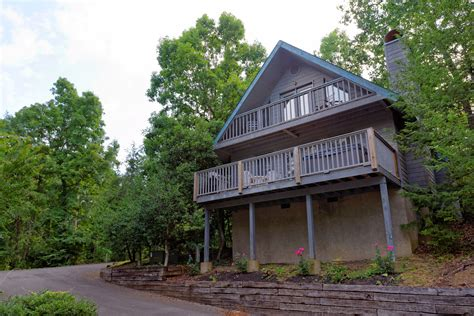 Chalets In Pigeon Forge Tn Pigeon Forge Two Bdrm Affordable Chalet Rental Swimming