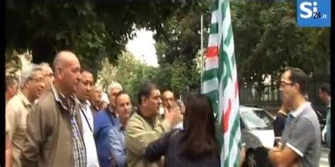 inps sede palermo protesta dei lavoratori dell inps no ai tagli in buste
