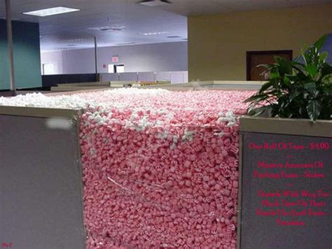 Awesome Office Cube Pranks 21 Pics Office Desk Prank
