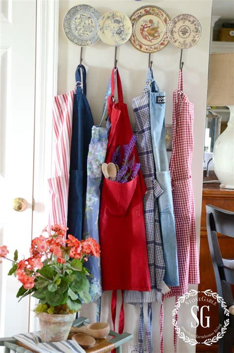 seasonal home decor 10 easy ways to add seasonal decor to your home stonegable
