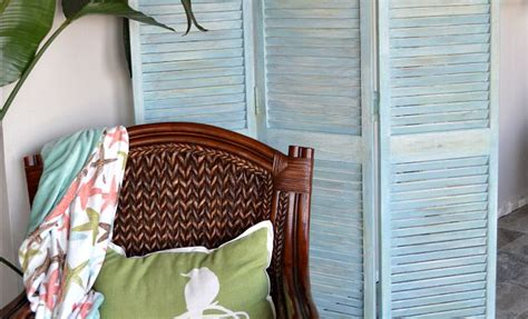 How To Make Closet Dividers by How To Make A Diy Room Divider Out Of Bifold Closet Doors