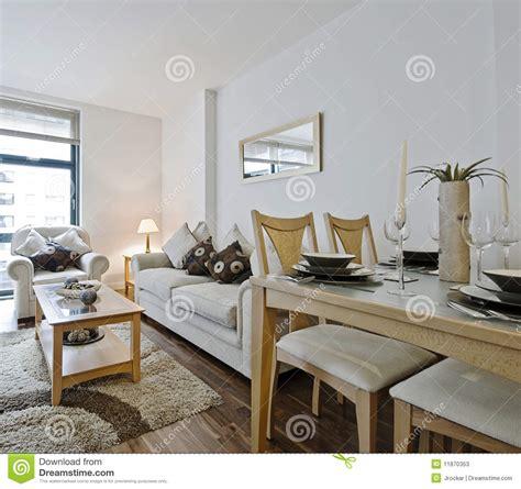 Dining Room Table Modern by Moderne Woonkamer Met Decoratie Stock Afbeelding